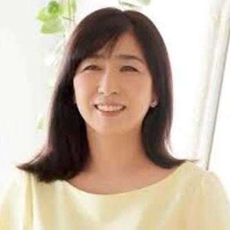岡村孝子の娘のさきの学校は成城大学?モデルや成人式の画像あり?