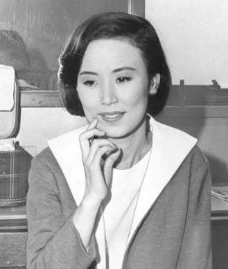 西田佐知子には娘はいない!病気説や韓国説はデマ。現在は専業主婦として夫を支えている!