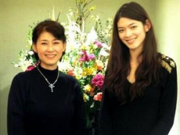 沢田亜矢子の娘・澤田かおりの父親は誰?結婚して離婚してる?